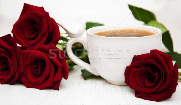 Kubek kawy red roses streszczenie liści Zdjęcia stock © almaje