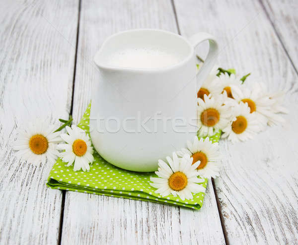 Lait camomille fleur table en bois alimentaire Photo stock © almaje