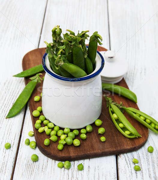 Verde ervilhas cerâmico pote comida fundo Foto stock © almaje