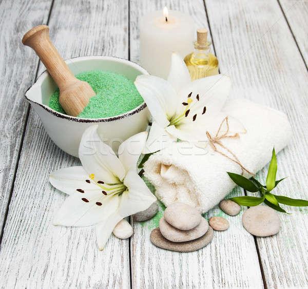 Fürdő termékek fehér liliom virágok zöld Stock fotó © almaje
