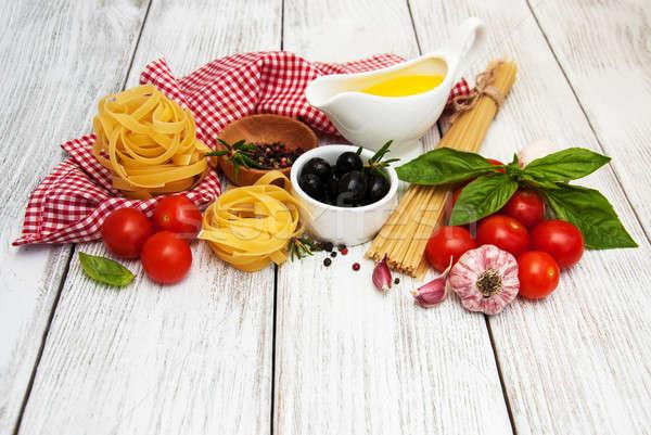 Comida italiana ingredientes velho tabela Óleo Foto stock © almaje