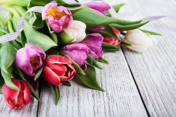 Boeket tulpen oude houten tafel voorjaar natuur Stockfoto © almaje