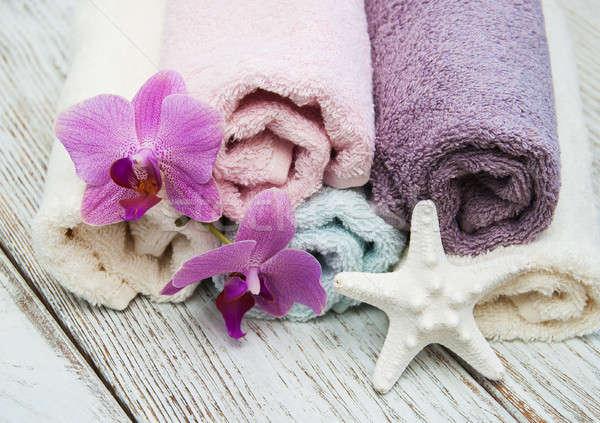 Spa toallas edad mesa de madera cuerpo salud Foto stock © almaje