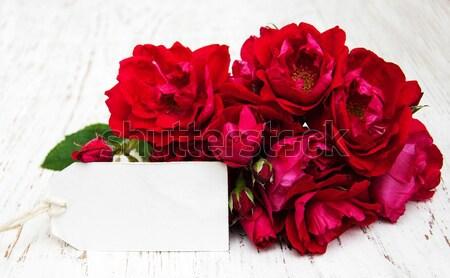 Rózsaszín rózsák öreg fehér fából készült virág Stock fotó © almaje
