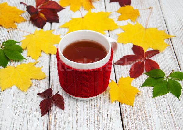 Fincan çay sonbahar yaprakları eski ahşap masa Stok fotoğraf © almaje