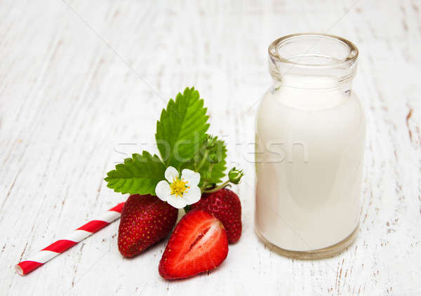 Latte fragole legno frutta sfondo tavola Foto d'archivio © almaje