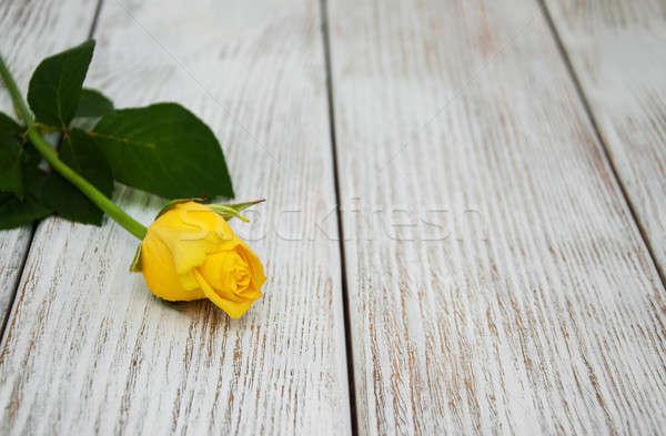 Sarı gül tablo eski ahşap masa çiçek Stok fotoğraf © almaje