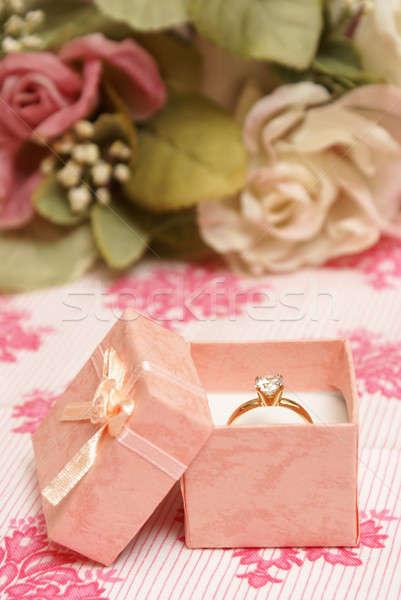 Gyémántgyűrű gyönyörű rózsaszín ékszerek doboz nő Stock fotó © AlphaBaby