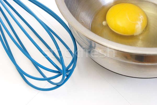 Huevo batidor crudo tazón azul Foto stock © AlphaBaby