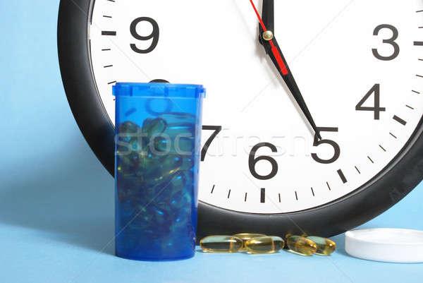Diario dosis tiempo botella pastillas Foto stock © AlphaBaby