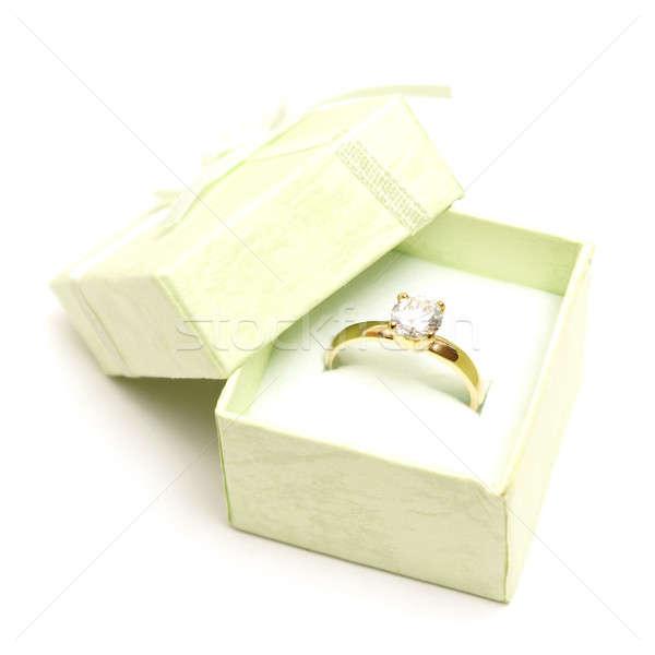Bague en diamant belle vert clair bijoux boîte femme Photo stock © AlphaBaby