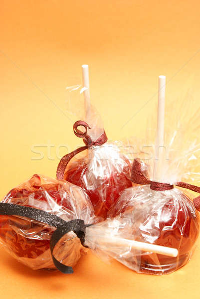Foto stock: Doce · maçãs · três · vermelho · plástico · pronto