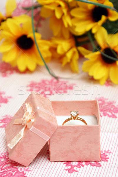 Pierścionek z brylantem piękna różowy biżuteria polu kobieta Zdjęcia stock © AlphaBaby