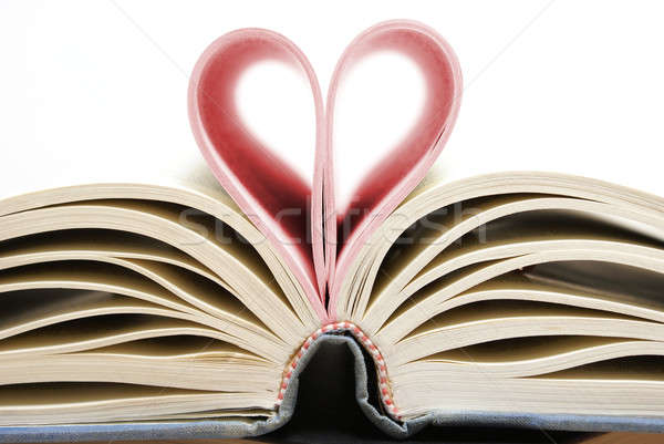 Amour livres coeur livre lecture Photo stock © AlphaBaby