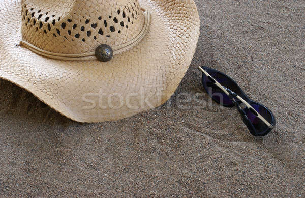 Strand hoed zonnebril zand vakantie toeristische Stockfoto © AlphaBaby