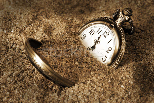 Stracił czasu pochowany brudne piasku Zdjęcia stock © AlphaBaby