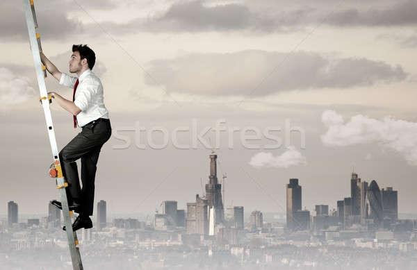 üzlet kézfogás nehéz karrier üzletember égbolt Stock fotó © alphaspirit