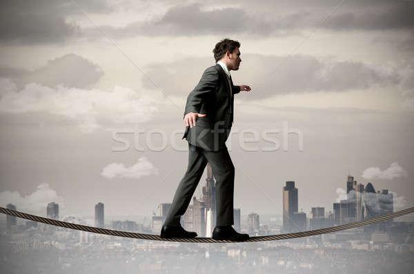 Foto stock: Empresário · equilíbrio · corda · céu · cidade · trabalhar
