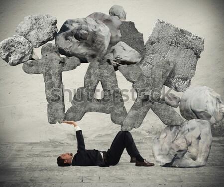 Krucyfiks podatku człowiek kamień liny działalności Zdjęcia stock © alphaspirit