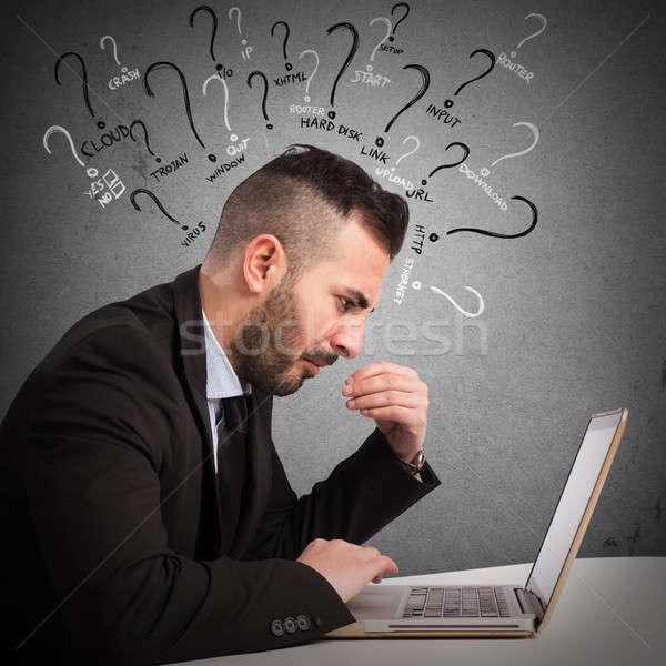 Wątpliwości komputera biznesmen działalności człowiek laptop Zdjęcia stock © alphaspirit