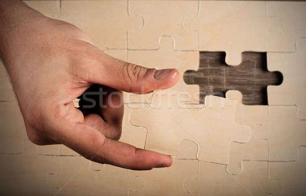 Teljes puzzle üzletember hiányzó darab épület Stock fotó © alphaspirit