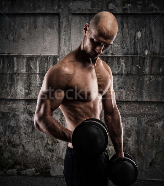 Athlétique homme formation biceps grunge musculaire Photo stock © alphaspirit