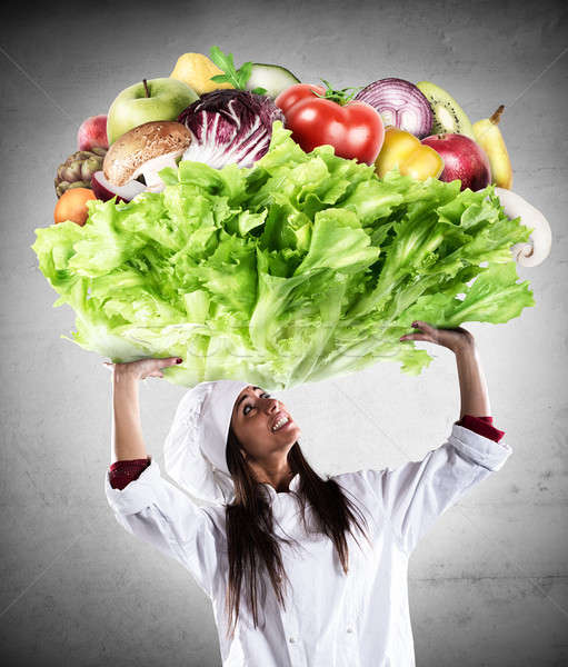 Vegetariano chef manter grande salada legumes frescos Foto stock © alphaspirit