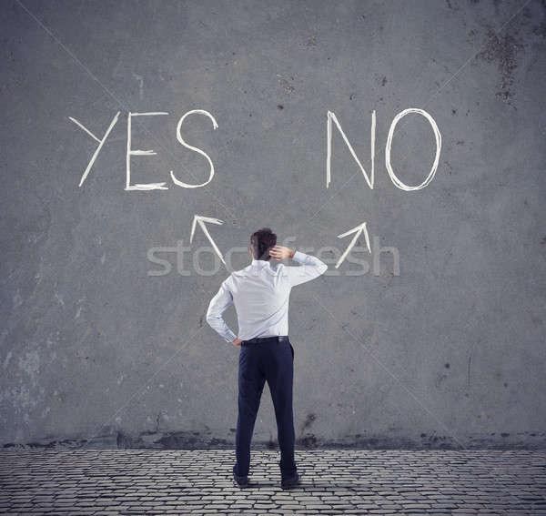 Empresario elección sí no flechas Foto stock © alphaspirit