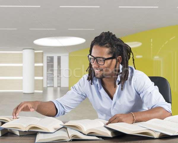 Plaisir connaissances homme livres bureau sourires Photo stock © alphaspirit