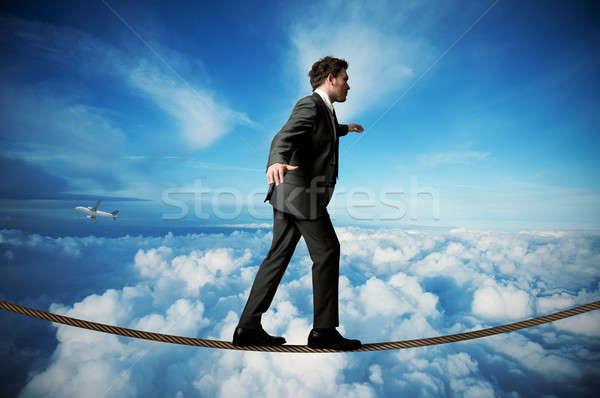 Stockfoto: Zakenman · touw · balancing · hemel · werk · jonge