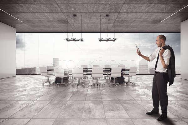üzletember megbeszélés sejt tárgyalóterem férfi munka Stock fotó © alphaspirit