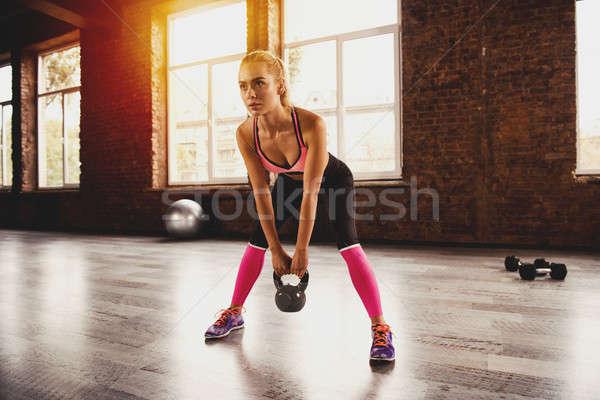 Сток-фото: блондинка · девушки · спортзал · гири · crossfit