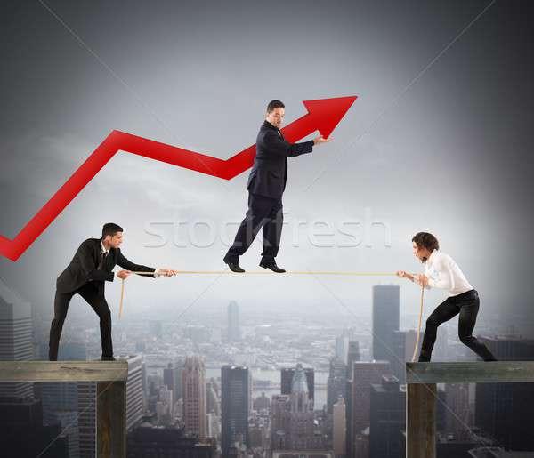 Trabalho em equipe ajudar crescimento pessoas corda Foto stock © alphaspirit