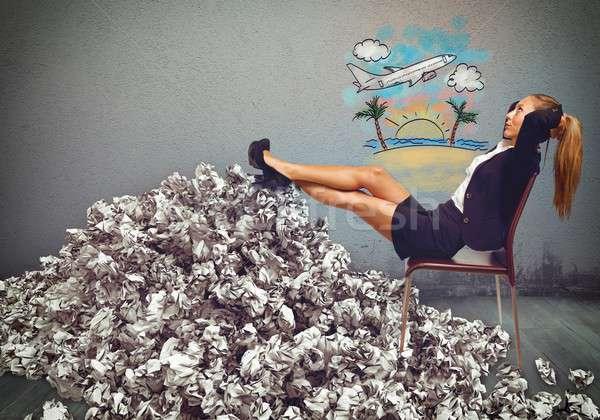 Oberati di lavoro imprenditrice sogno vacanze donna Foto d'archivio © alphaspirit