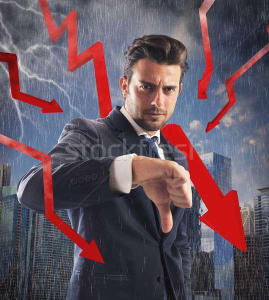 Crisis financiera tormenta negativos empresario rojo flechas Foto stock © alphaspirit
