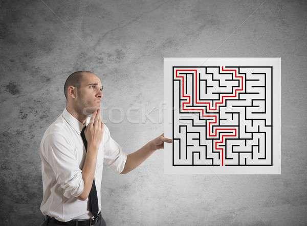 Zakenman oplossingen doolhof oplossing business papier Stockfoto © alphaspirit