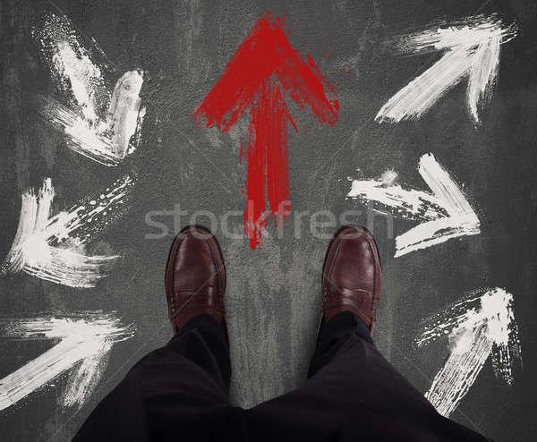 Stockfoto: Zakenman · richting · Rood · pijl · man
