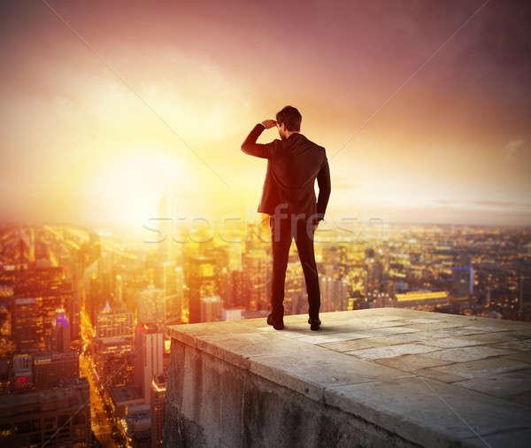 Empresario mirando futuro nuevos negocios oportunidad Foto stock © alphaspirit