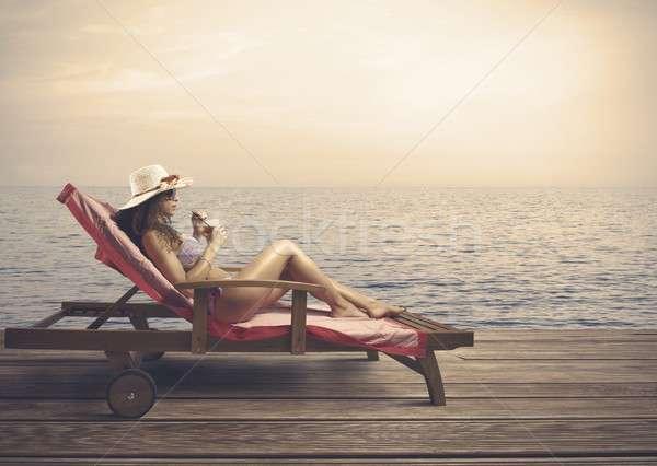 Stockfoto: Vrouw · ontspannen · strand · water · zon · zee