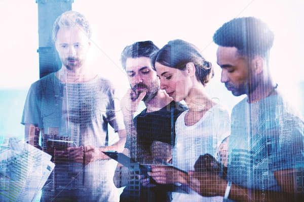 Squadra imprenditori view progetto tablet cooperazione Foto d'archivio © alphaspirit