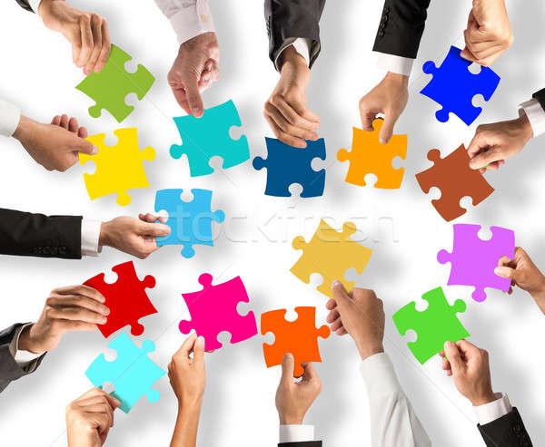 Teamwerk integratie puzzelstukjes zakenlieden kleurrijk business Stockfoto © alphaspirit