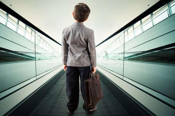 Kind roltrap bagage luchthaven jongen zak Stockfoto © alphaspirit