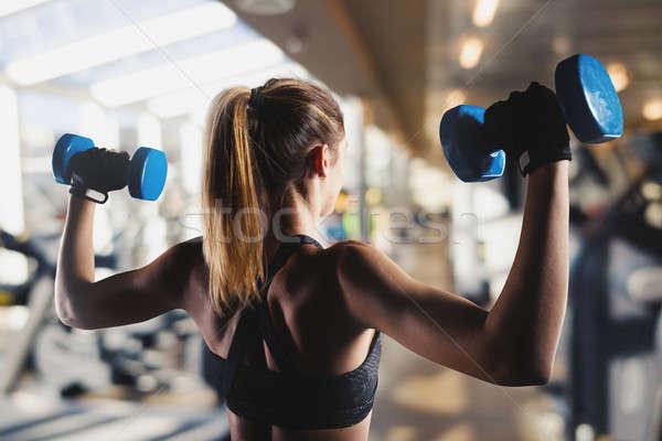 Nina trenes bíceps gimnasio muscular Foto stock © alphaspirit