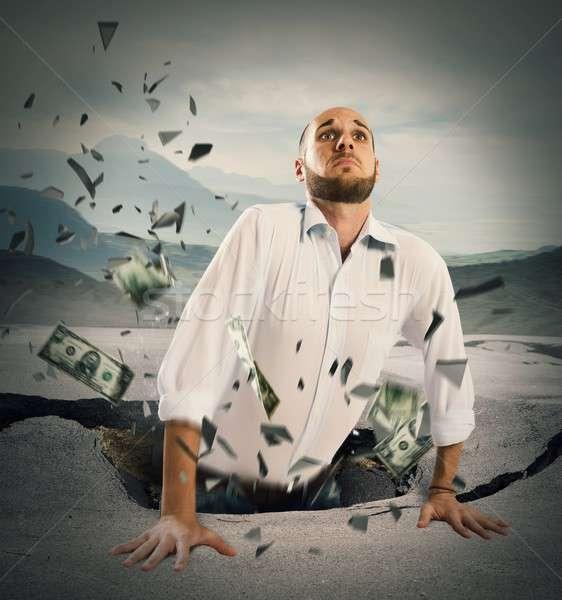 Economic crăpa om de afaceri rupe asfalt afaceri Imagine de stoc © alphaspirit