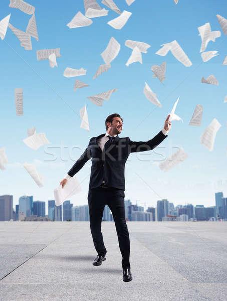 Geschäftsmann erreicht Erfolg Dach Wolkenkratzer Stock foto © alphaspirit