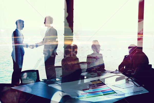Stok fotoğraf: El · sıkışma · iki · işadamı · ofis · ağ · etki