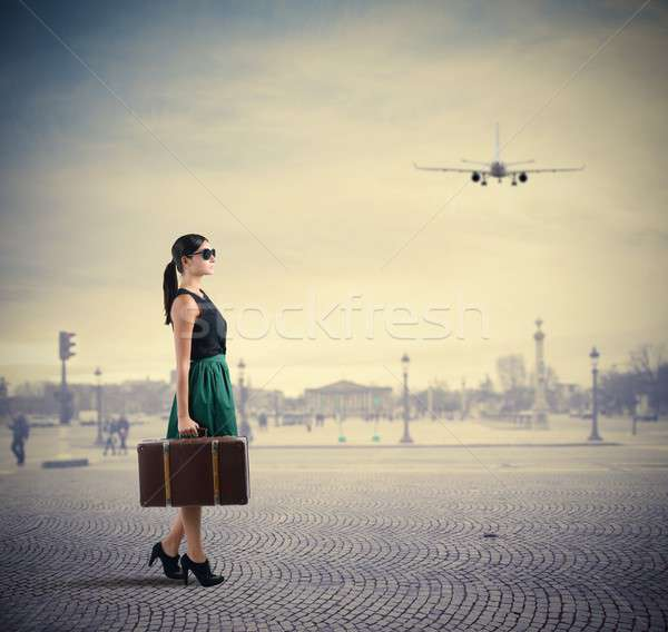 Stílusos utazó nő égbolt város divat Stock fotó © alphaspirit