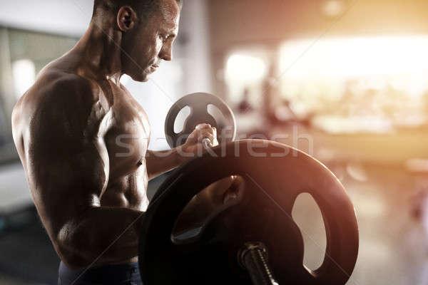 спортивный человека подготовки бицепс спортзал мышечный Сток-фото © alphaspirit
