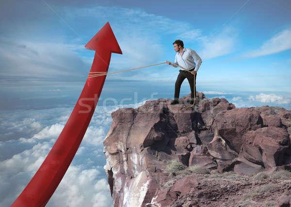 Imprenditore statistiche montagna uomo rosso finanziare Foto d'archivio © alphaspirit
