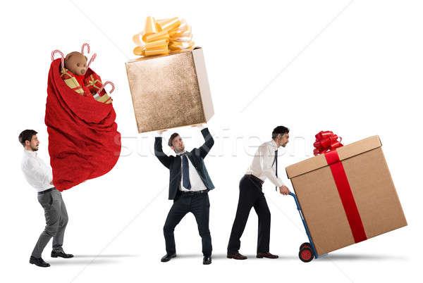 Házhozszállítás karácsony ajándékok üzletemberek nehéz nagy Stock fotó © alphaspirit